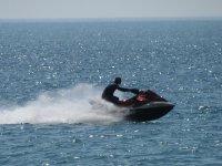 Disfrutando la moto de agua sin limites
