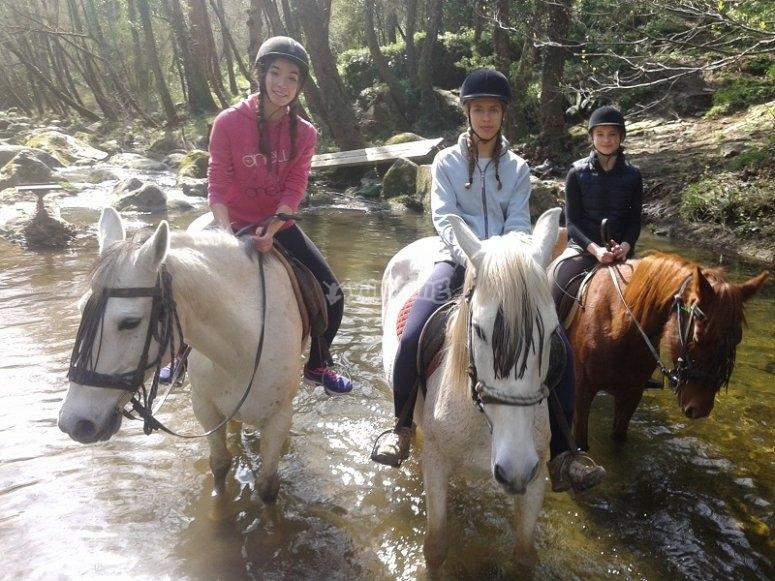Cruzando el rio a caballo en Cardedeu