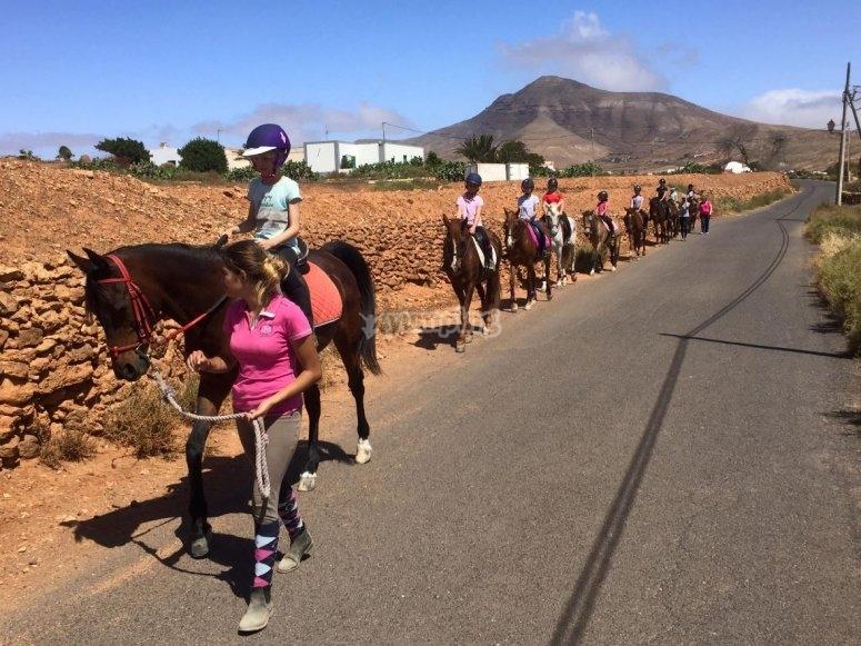 Montando a caballo en Tetir