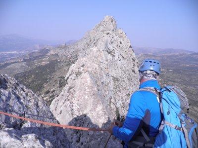 Escalada de la Cresta de Bernia en Valencia