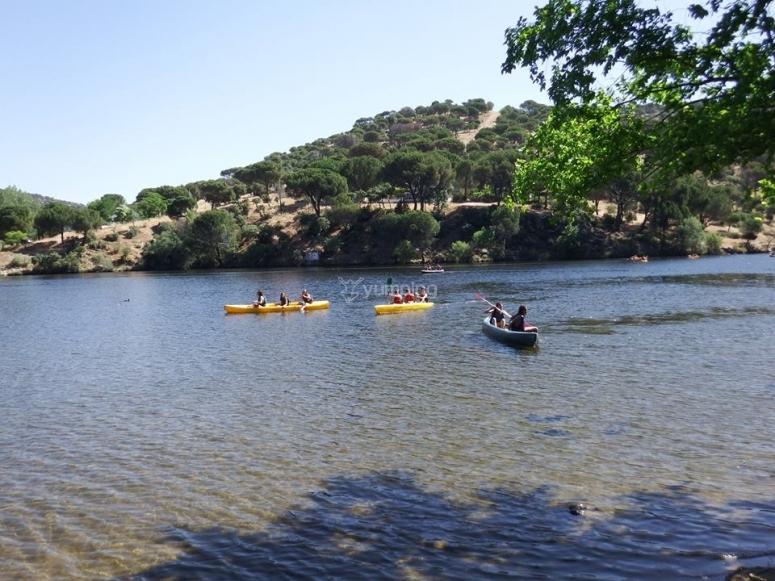Navegando en kayak en pantano de San Juan
