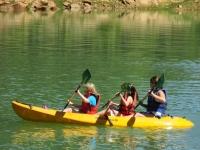 Alquilar kayak triple en pantano de San Juan 2h
