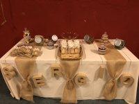 为庆祝活动定制的餐桌