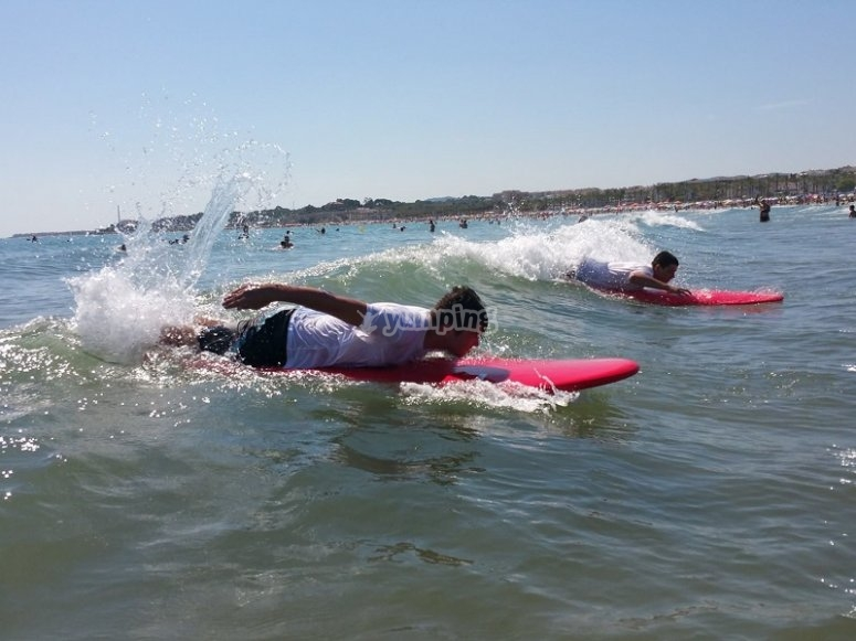 Surfing course in Les Botigues beach