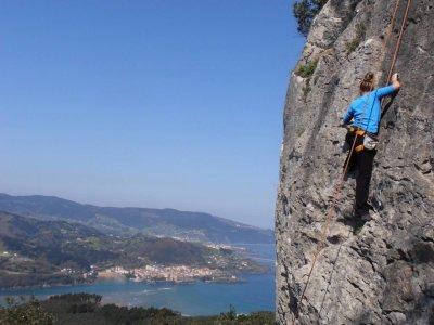 Curso de escalada en Reserva de Urdaibai medio día