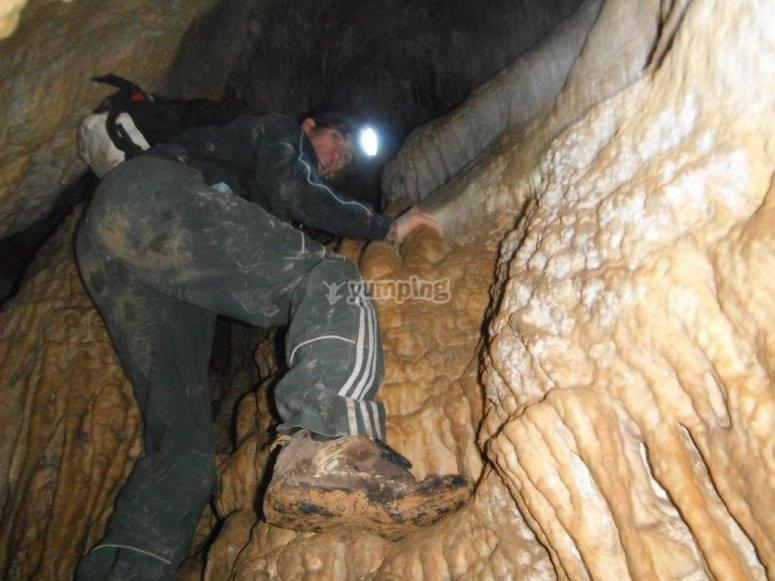 Esplorando la grotta di Urdaibai