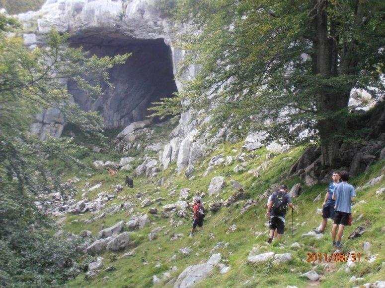 Grupo de senderistas en Urdaibai