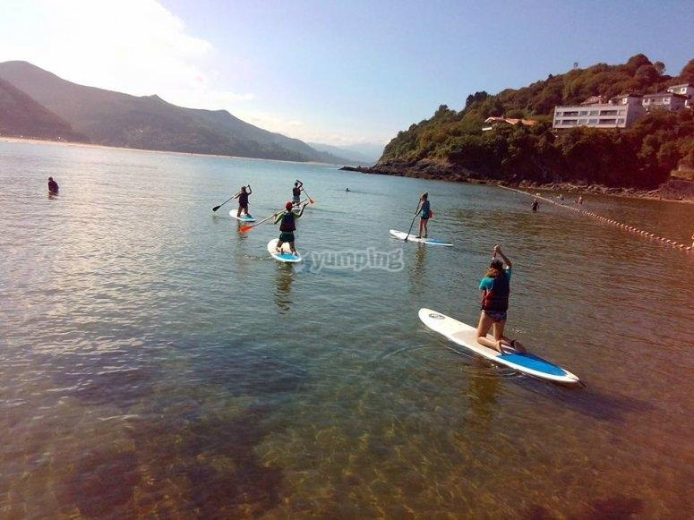 Travesia de paddle surf en Urdaibai