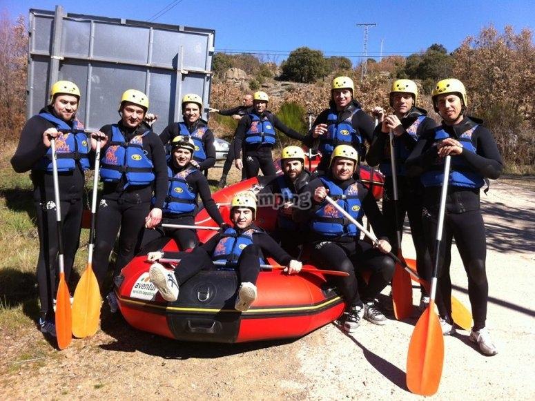 Avventurieri preparati per il rafting a Gredos