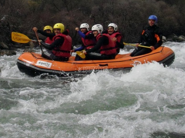 Rafting in white waters in Gredos