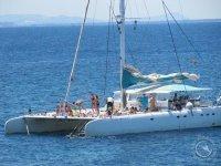 Paseos en barco velero o catamaran