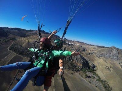 滑翔伞飞行在马拉加30分钟