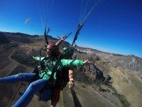 享受滑翔伞