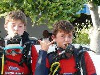 我们的潜水课程的学生