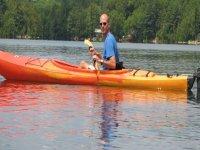 hombre en un kayak