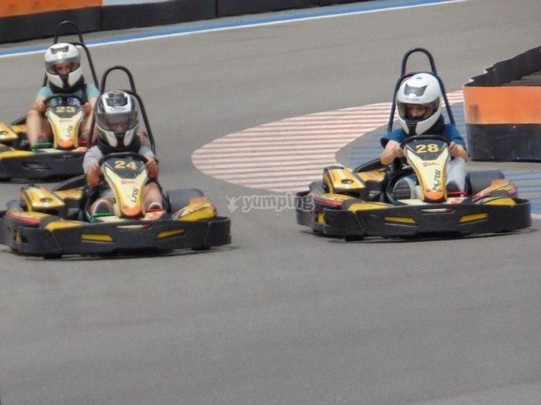 Pilotando karts junior en Benidorm