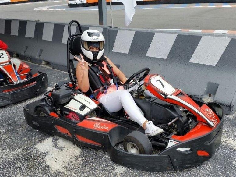 Piloto a bordo del kart en Benidorm