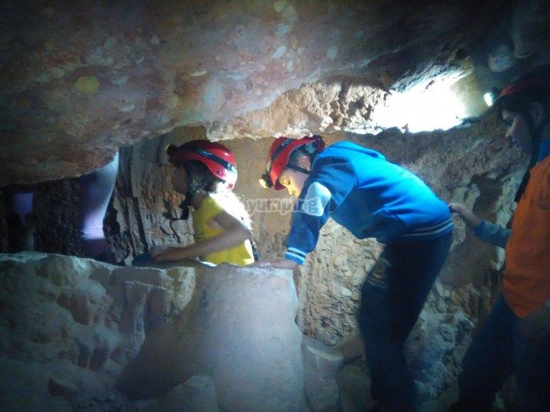 Explorando la gruta