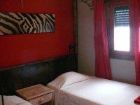 进入公寓在冲浪营地住宿学生和监控Calima