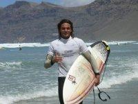 显示器冲浪教练在加那利群岛
