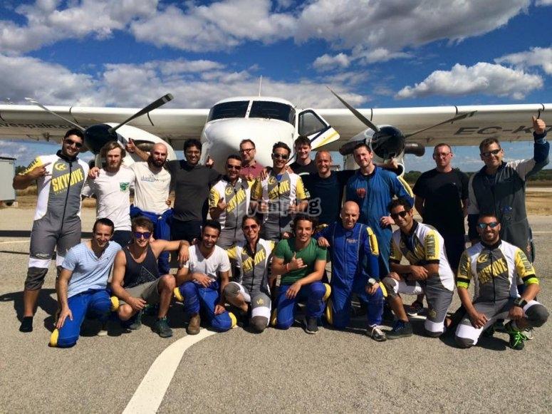 Paracadutisti nell'aeroporto di Bollullos de la Mitacion