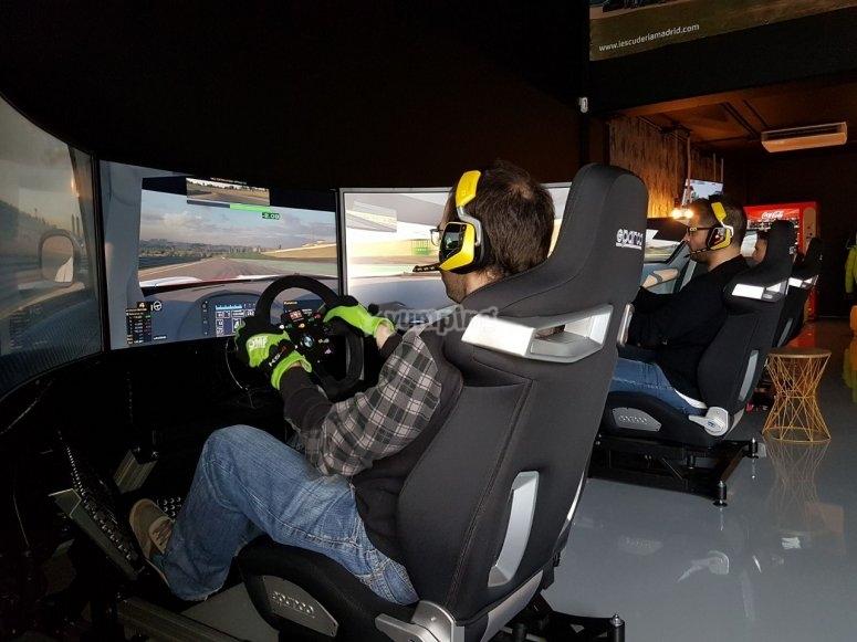 Coche de competicion en simulador