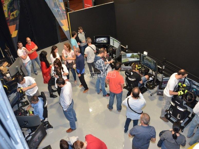 Evento en sala de simuladores