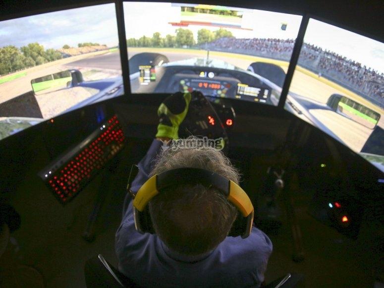 Pilotando en simulador evento de empresa