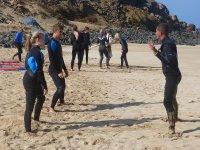 Dando las primeras instrucciones en la playa