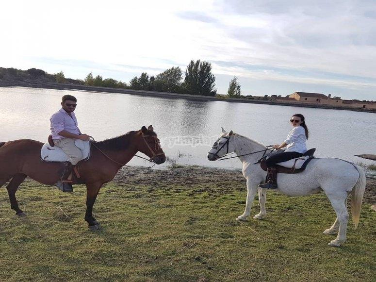 Paseando a caballo por Los Barruecos