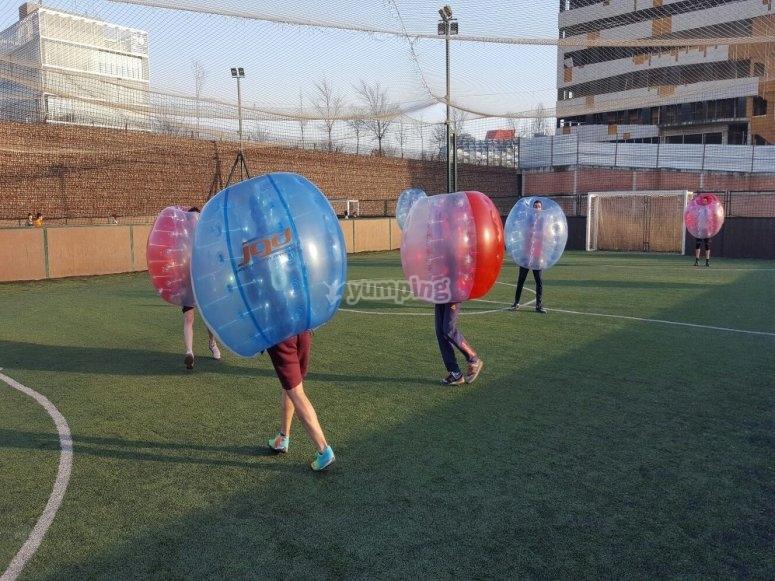 Juega al bubble soccer
