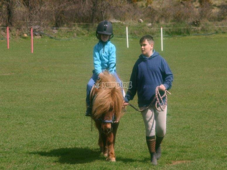 En pony conociendo Burgo del Ebro