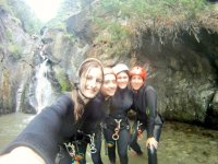 Girls canyoning