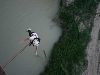Bungee jumping a Benamejí sul fiume Genil