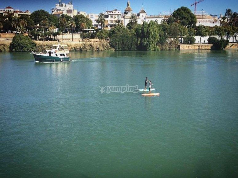 paddle surf por el rio