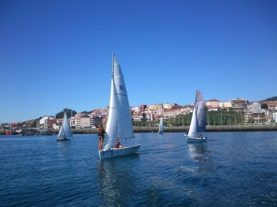 Dinghy sailing baptism in Moaña
