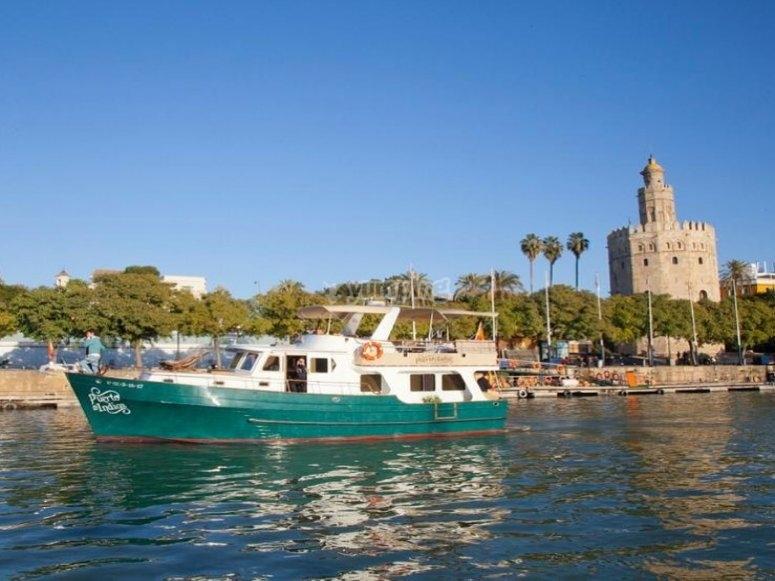 Yate para quedada romántica surcando el Guadalquivir