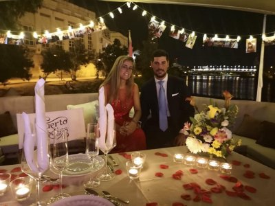 Romantic Boat Trip in Guadalquivir and Dinner 2h