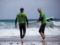 Surfistas en la playa de Corralejo