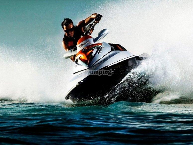 Alquilar moto acuatica en Santa Pola