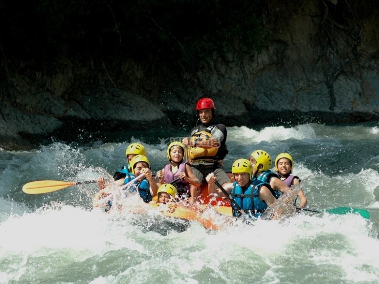 Rafting in the familiar trail of the Esera River