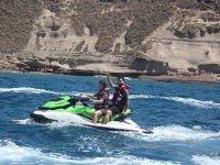 水上摩托车与合作伙伴