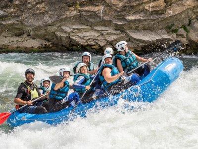 Descenso de rafting en el río Gállego nivel II