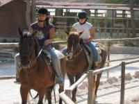 Jinetes a caballo