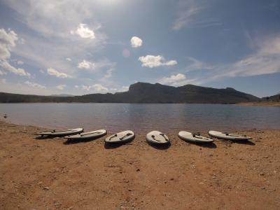 在Pantano de Sau 1h划桨冲浪