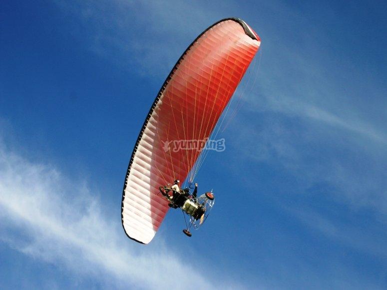 Paramotor volando en Badajoz