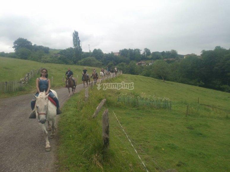 Passeggiate a cavallo con la famiglia