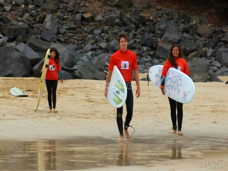 Vieni a prendere lezioni di surf