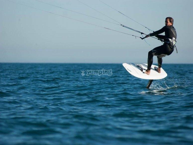 用冲浪板飞翔