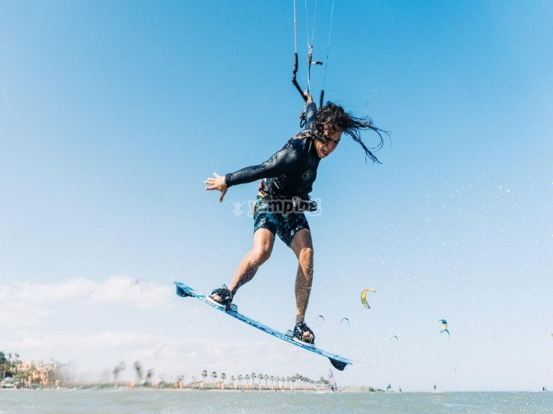 Travel the waters through a kitesurf baptism